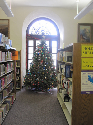 Christmas tree at Landa Library