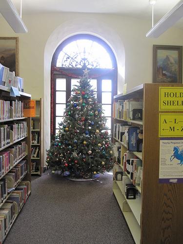 Christmas tree at Landa Library